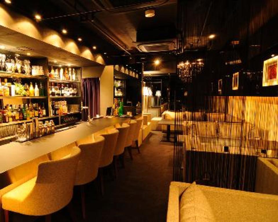 <恋愛真剣者限定&23歳~35歳アラサー限定>赤坂の隠れ家的会員制Barにて<約20種類フリードリンク&ブッフェ料理>