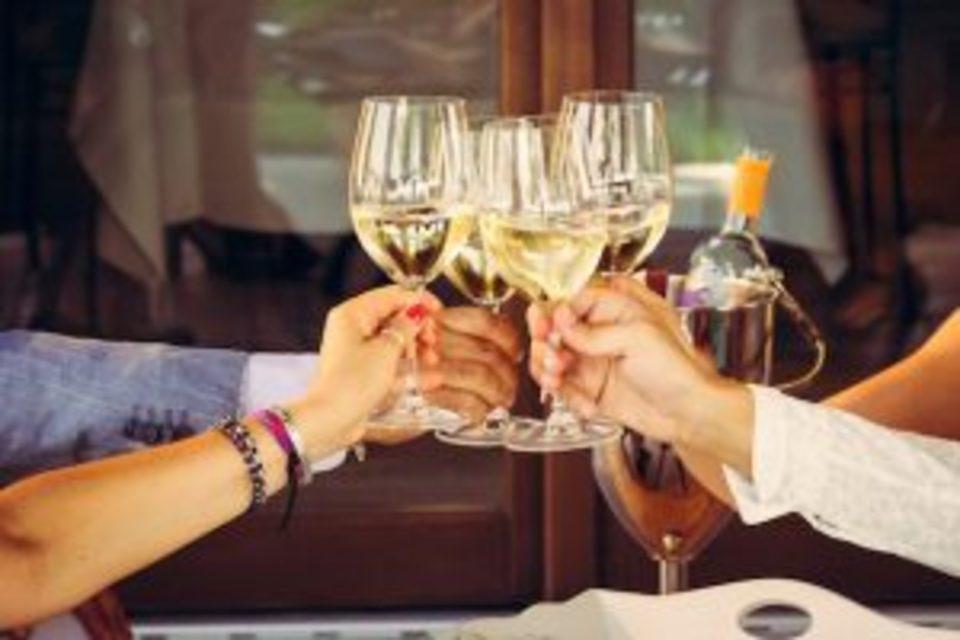 開催中止【既婚者OK!】休日にゆっくりと楽しめる@福岡天神ワインパーティー【40代50代限定】