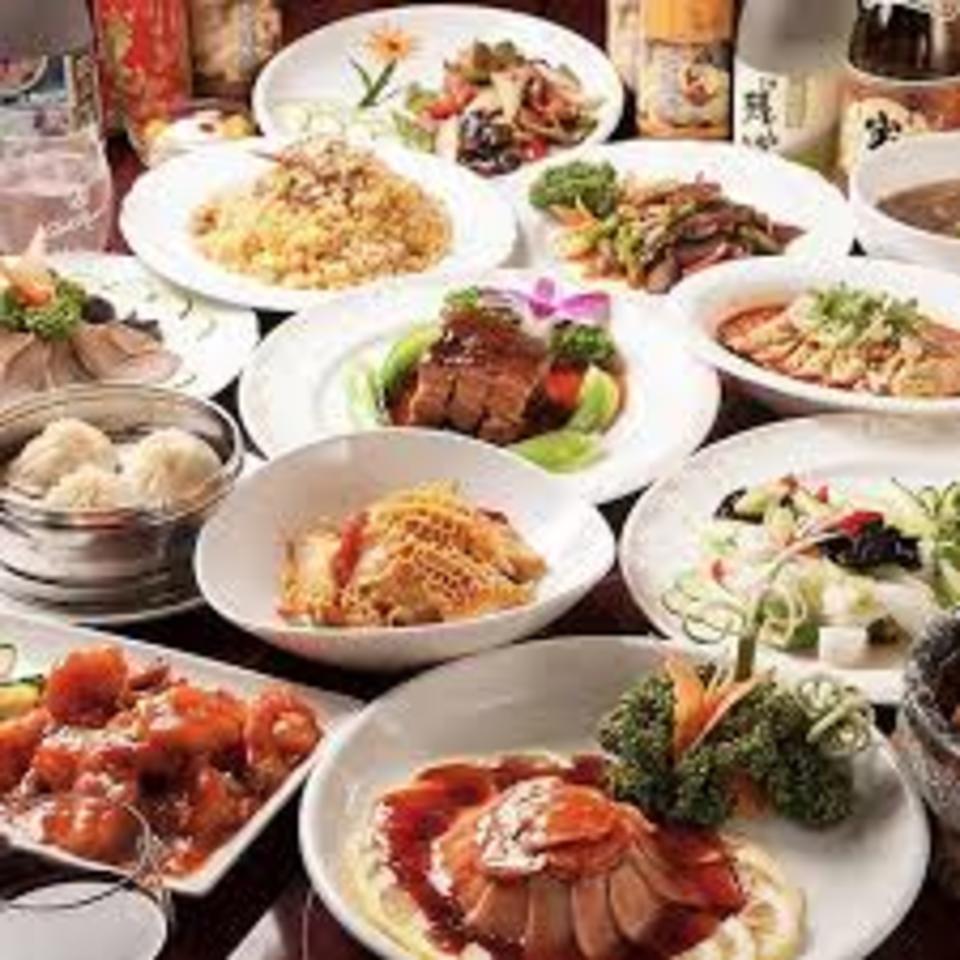 少数コン♡本格エビチリが女性に人気!!こだわりの四川現地から仕入れてきた高級「漢源麻花椒」と16種類の漢方薬膳香辛料を使用し、五感を刺激して旨味で絶妙な味わいのある逸品!