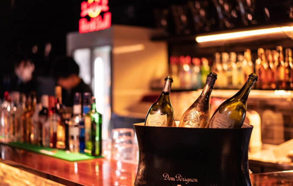 少数合コン♡渋谷の話題のお洒落なスタンドバーでの開催!渋谷の話題のお洒落なスタンドバー会!多数の飲み放題70酒類以上♪