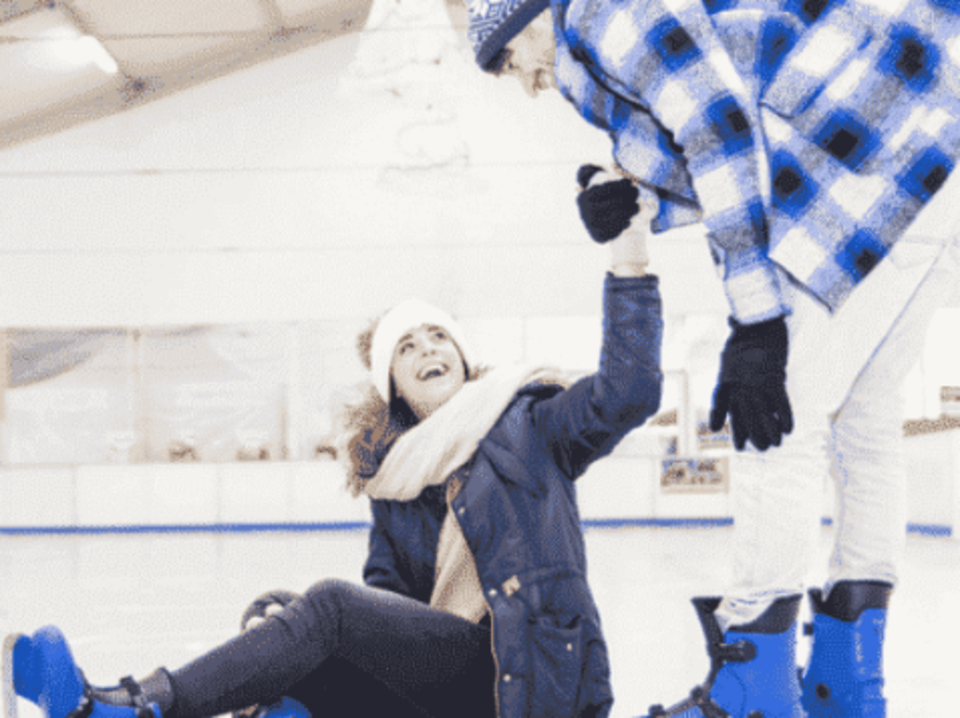 【身長170㎝以上の男性限定企画】 氷の上は恋の聖地!? 男女で手を取り合って楽しむアイススケートコン♡