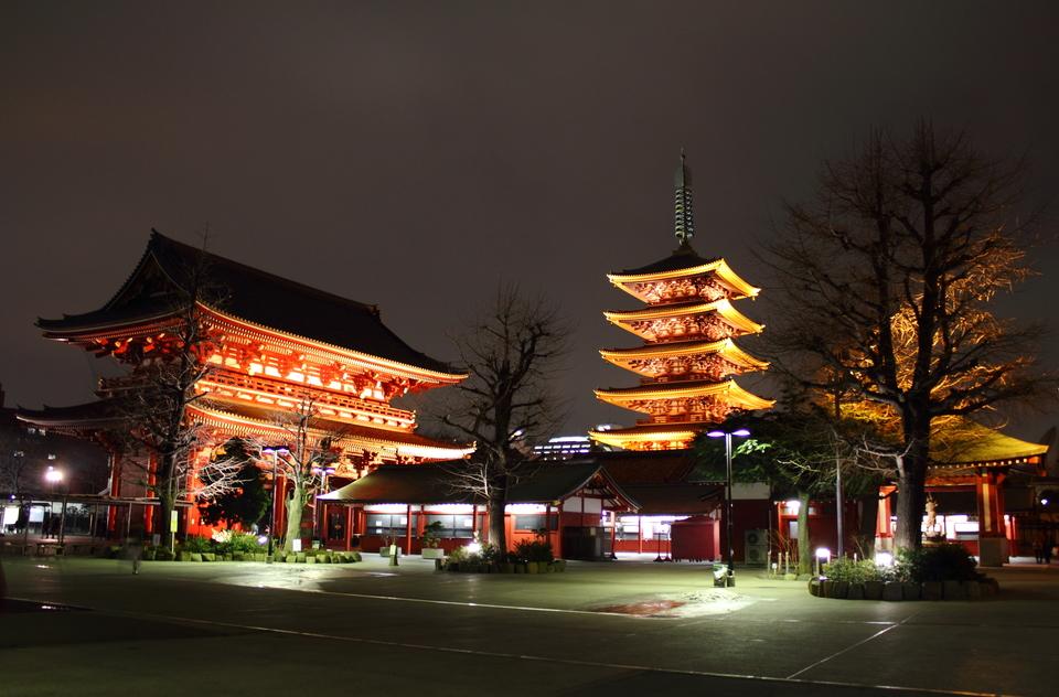 隅田公園の夜桜を男女ペアで見て歩こう! 夜景もキレイでムードある夜の浅草を満喫しよう!