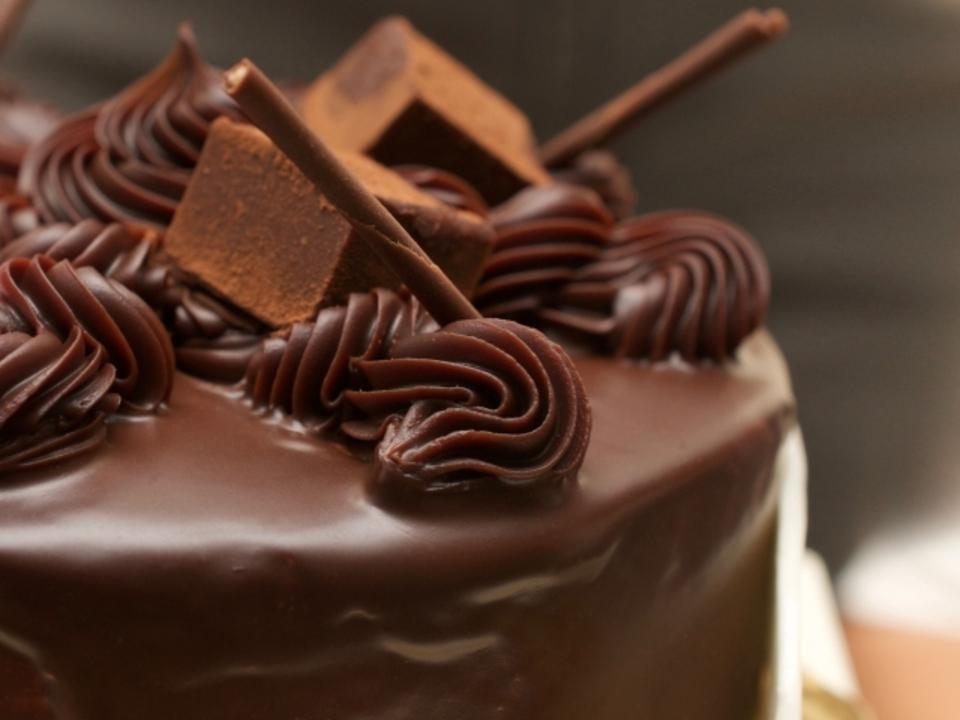 【男性30歳~45歳】【女性28歳~42歳】雑誌で有名なビストロで日本一のパティシエと美味しいチョコレートホールを作ろうwithワイン付き料理コン