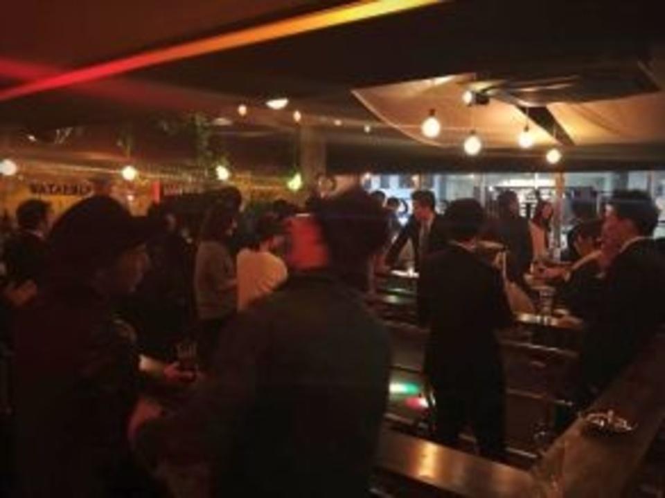 恵比寿 新しい出会いの場立ち飲みバーで国際交流パーティー