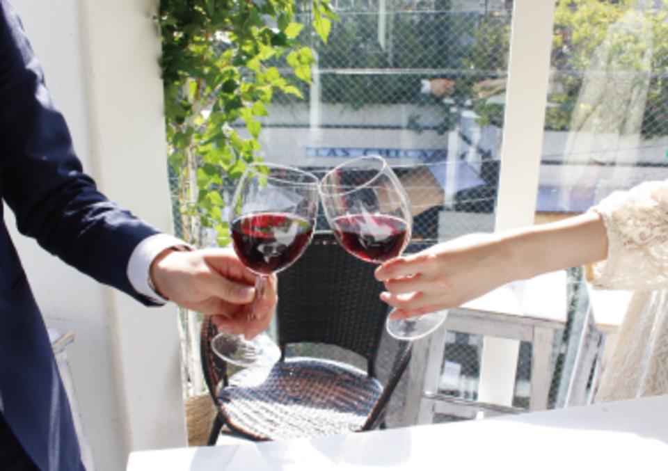 飲み放題+10品フルコースビュッフェの国際交流パーティー